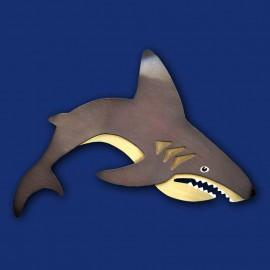 schwarz-goldener Hai als Haarspange
