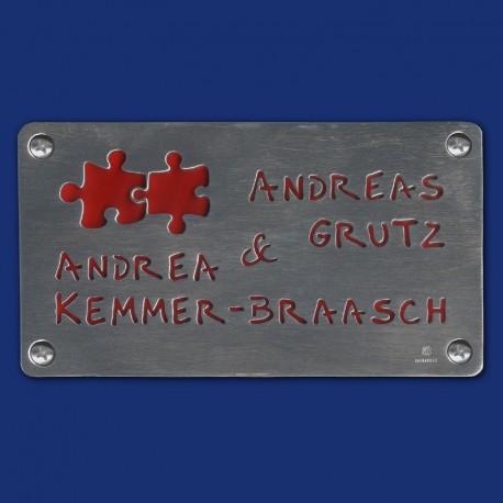handgemachtes Türschild Namenschild mit PUZZLE-MOTIV mit rotem Hintergrund