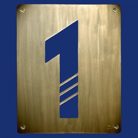 Hausnummer 1 mit drei Diagonalen aus Messing